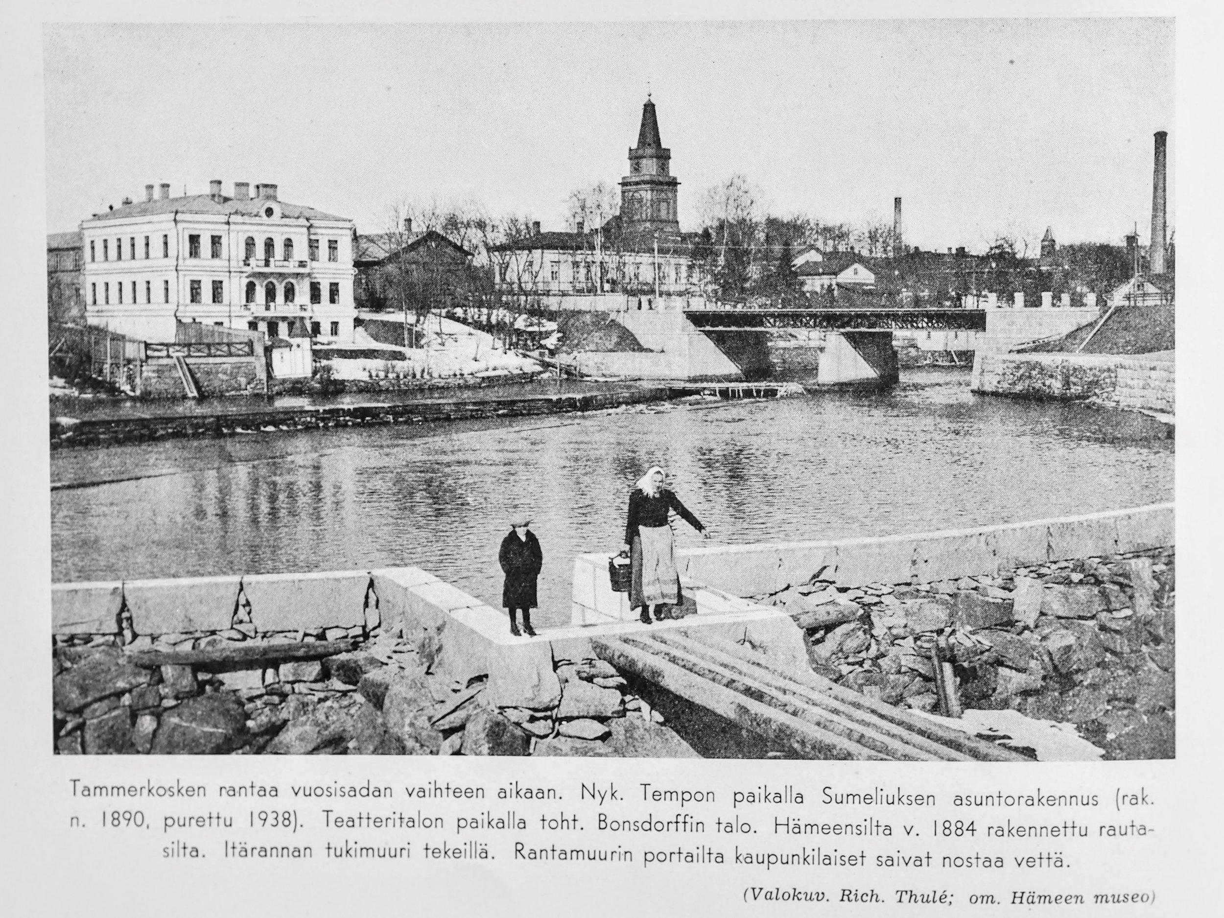 """Tutkin teosta suunnitellessani myös historiallisia kuvia Tammerkosken rannoista. Tämä kuva on peräisin antiikkimessuilta ostamastani, vuonna 1940 painetusta kirjasta, jossa oli myös mielenkiintoisia kuvapareja """"ennen ja nyt"""". Moni noista """"nyt""""-maisemista on jo tänä päivänä, 70 vuoden jälkeen, aivan toinen."""