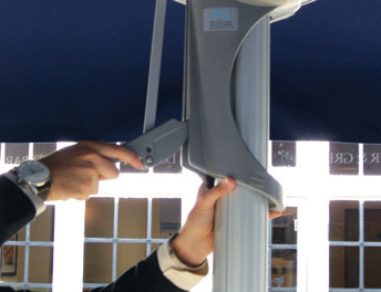 Lever enables easy operation of Sauvignon umbrellas