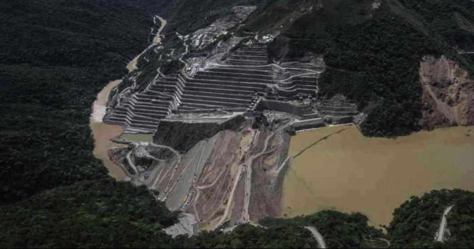 """Actualidad (marzo 28 2019). Semana. Sostenible. """"Hidroituango tendrá que pagar millonaria multa"""". Recuperado de  https://sostenibilidad.semana.com/actualidad/articulo/hidroituango-tendra-que-pagar-millonaria-multa/43564"""
