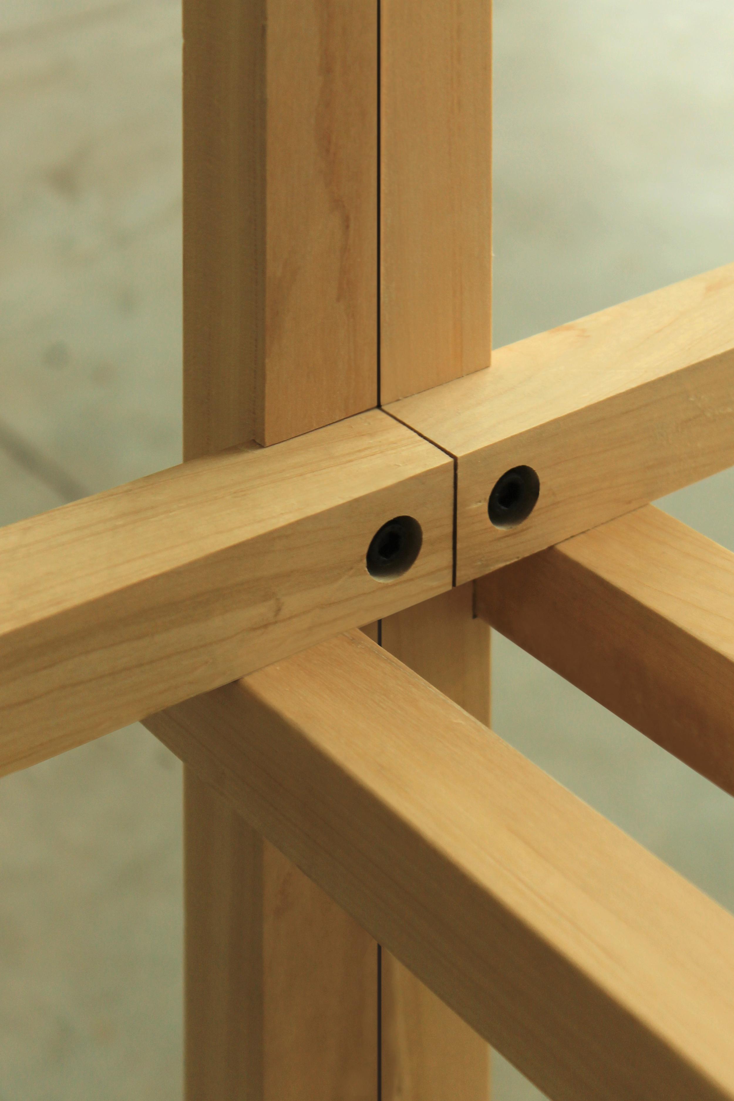EM450 | EM900 | EM1800   Estructura de madera maciza de guatambú. Sistema de ensamble.  Valores: - 450 x 600 x 350  $3450.- + I.V.A.  - 900 x 600 x 350  $3950.- + I.V.A.  - 1800 x 600 x 350  $4680.- + I.V.A.   Material de tabla: chapa2mm