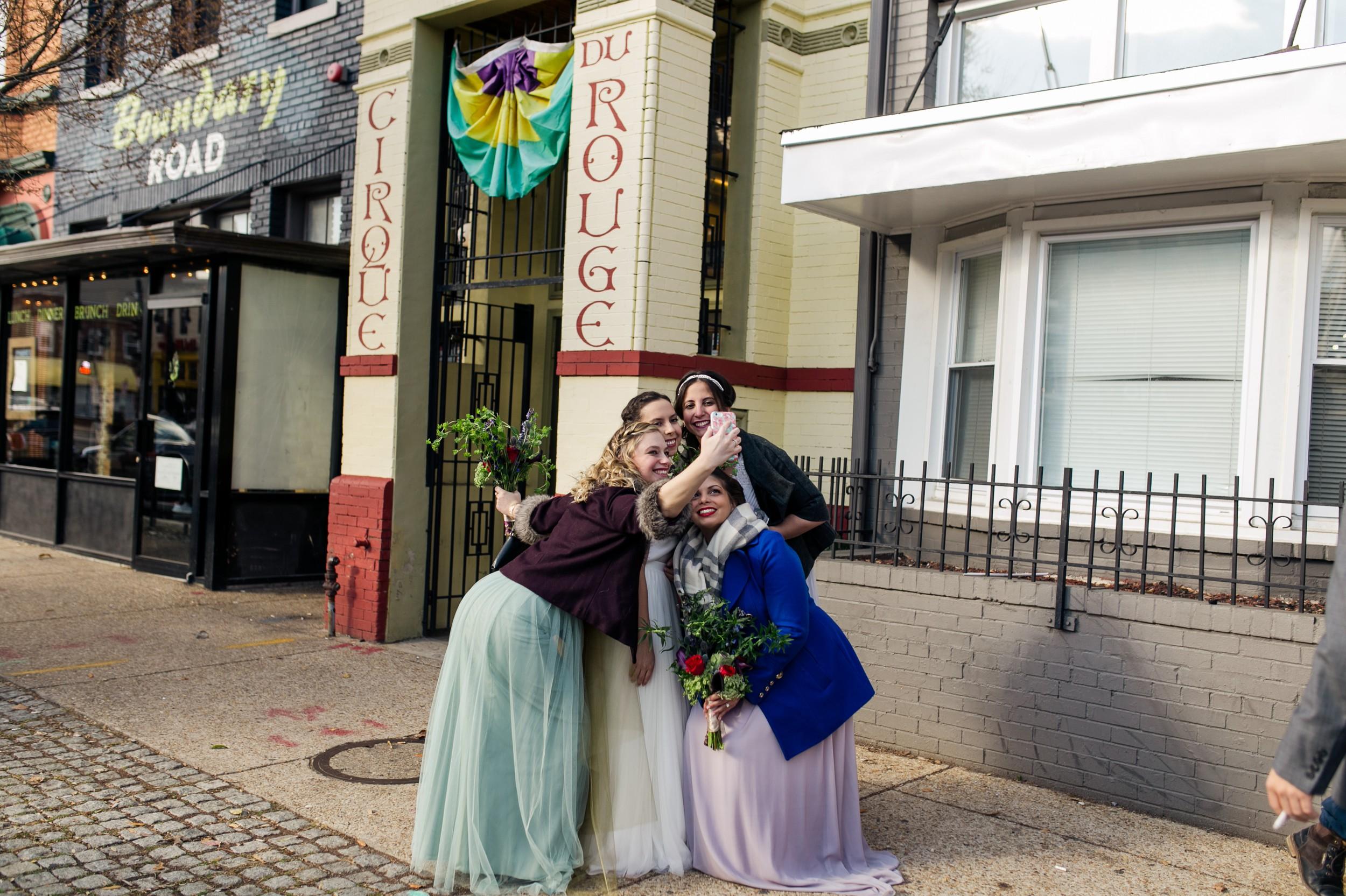 Fun-Bridesmaids-Selfie