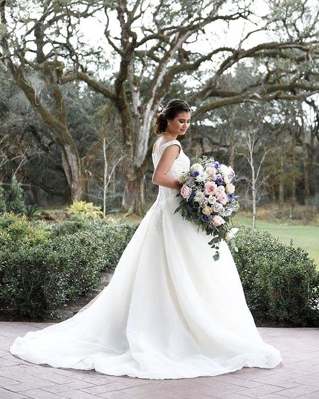 It's not everyday that you witness and capture such grace and beauty. . . . #imagestudiosgroup #bridals #bridalseason #weddingseason #loveisintheair #theknot #greenweddingshoes #shesaidyes #weddingjewelry #weddingday #beautiful #weddinggown #weddingflowers #bridal #bridalbouquet #thewhitegloveboutique #weddingphotorapher #publishedphotographer #weddingphotorapherconroe