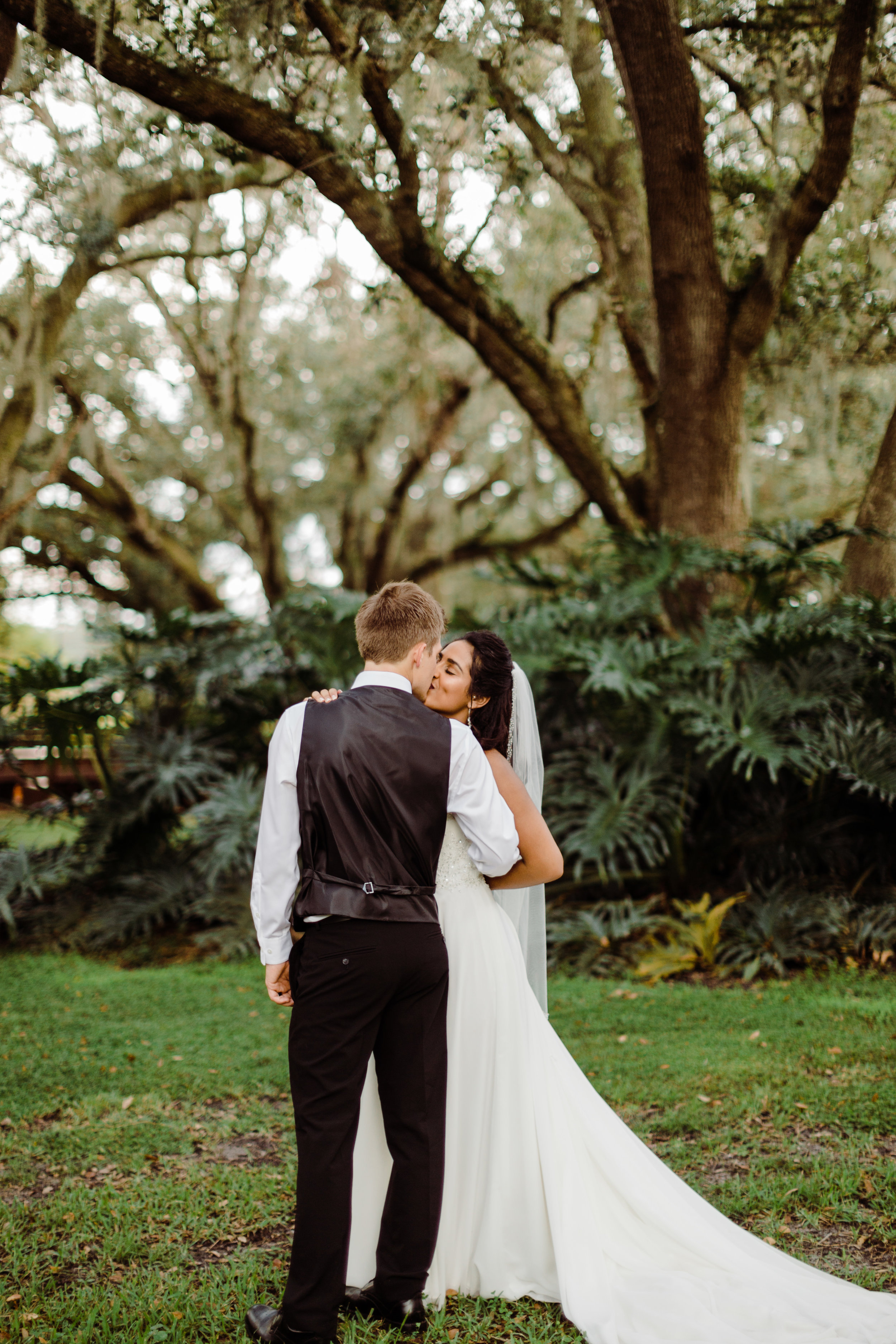 2017.10.08 Zach and Ashley Courson Wedding Club Lake Plantation (575 of 1079).jpg