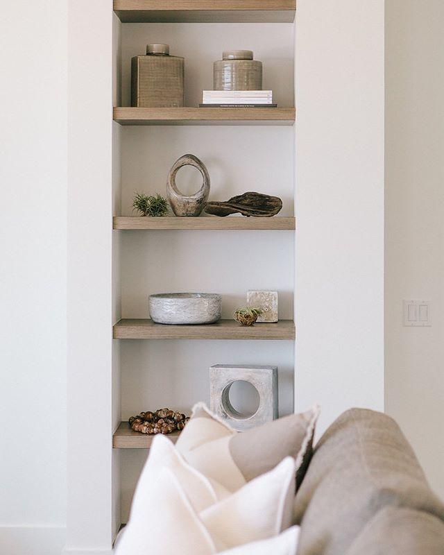 Layered details... . . . #jodiflemingdesign #interior #interiordesign #shelving #bookshelf #bookshelfdecor #design #designdetails #customhome #houzz #accessories #homedecor #homedesign #designbuild