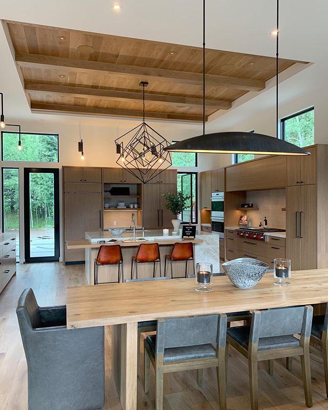 Loving all of our gorgeous lighting by Kelly Wearstler @kellywearstler ✨ . . . #jodiflemingdesign #customhome #customlighting #designbuild #interiordesign #interior #diningroom #kitchen #kitchendesign #houzz #sunvalley #homedesign #modernhomes