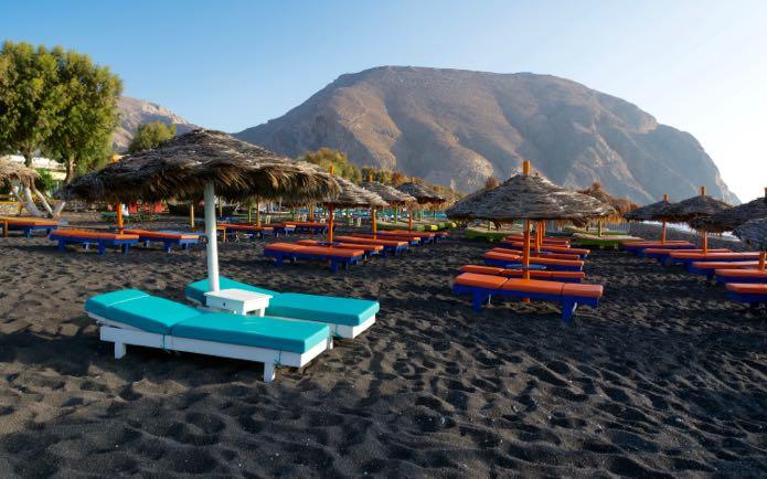 best-santorini-beaches-with-beach-resorts.jpg