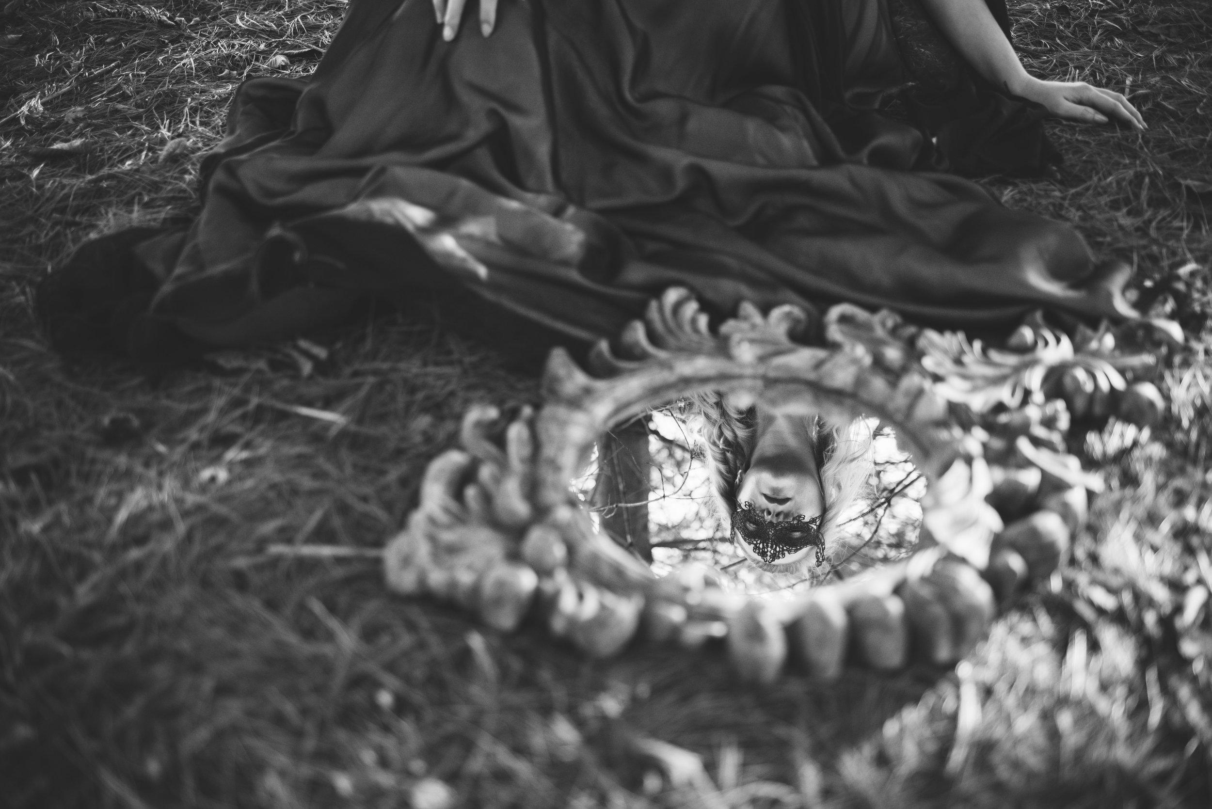 toledo model themed photo shoot black dress holloween-13.jpg