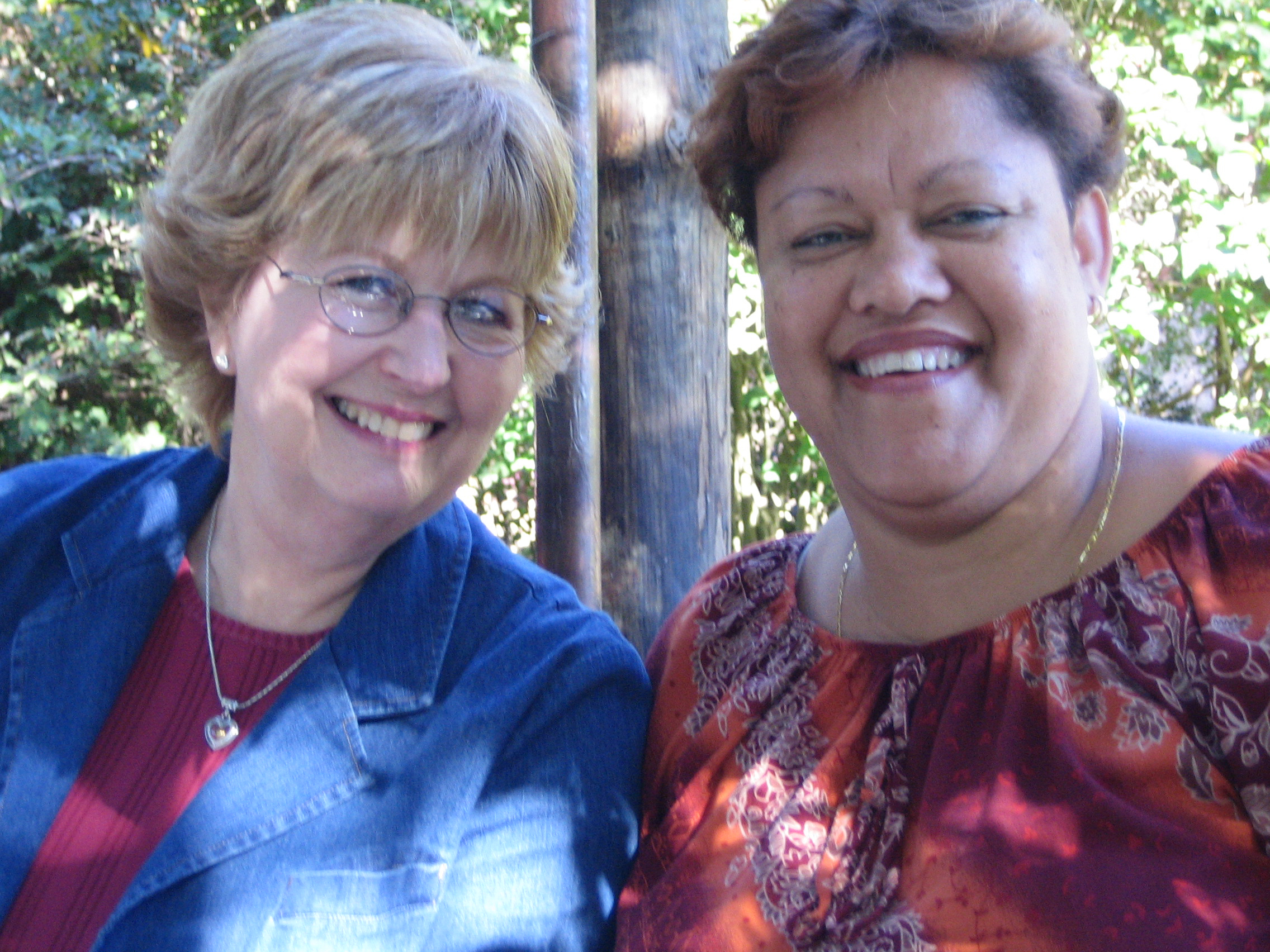 Susie and Glenda McMinn in Cape Town, South Africa, 2005