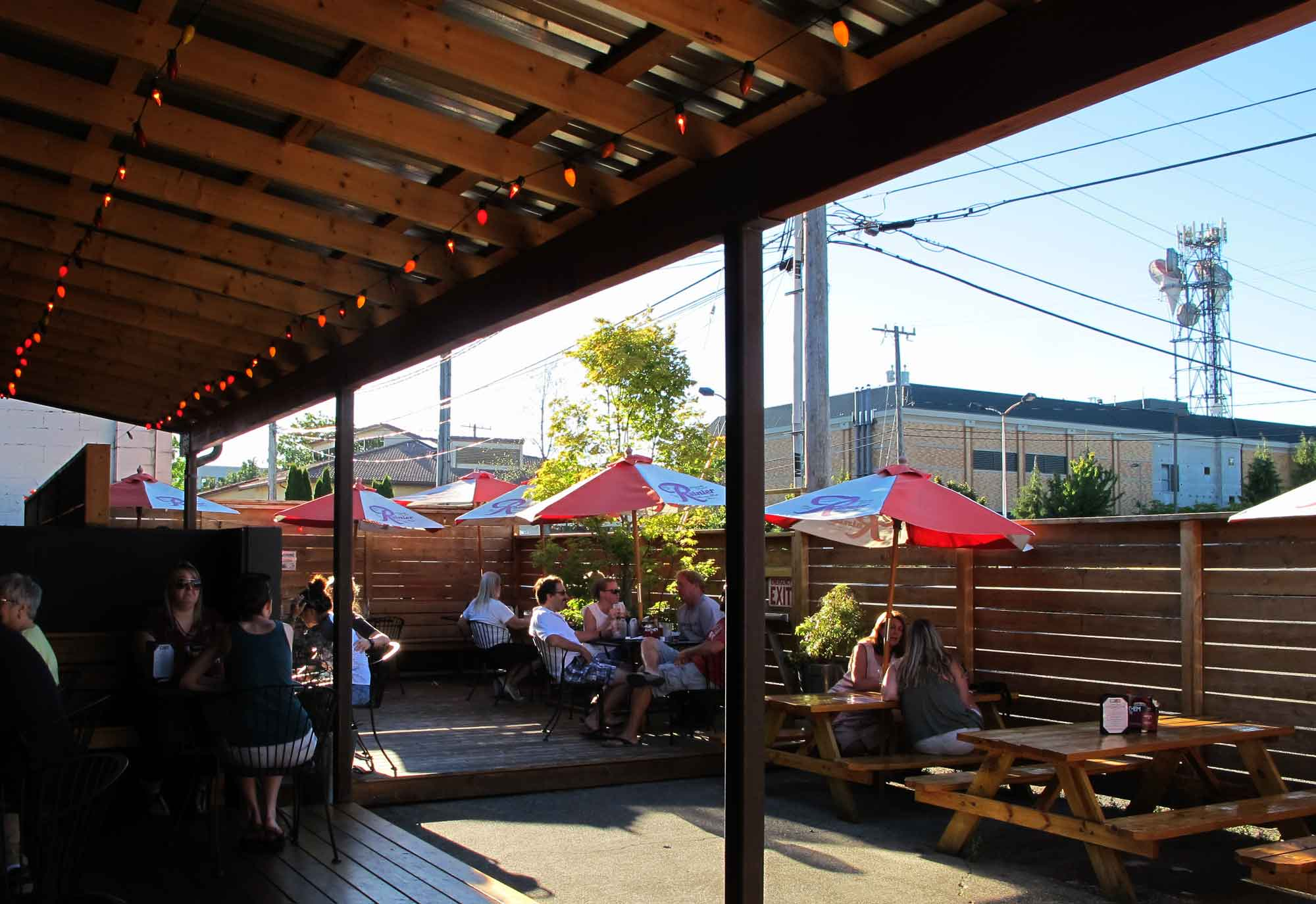 smarty-pants-garage-restaurant-burien_back-patio.jpg