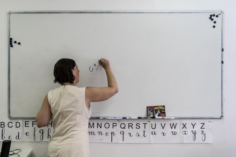 Delphine Morinière, enseignante de langue française, qui fait partie du dispositif Andatu. Lyon, France © Alberto Campi / Juin 2015