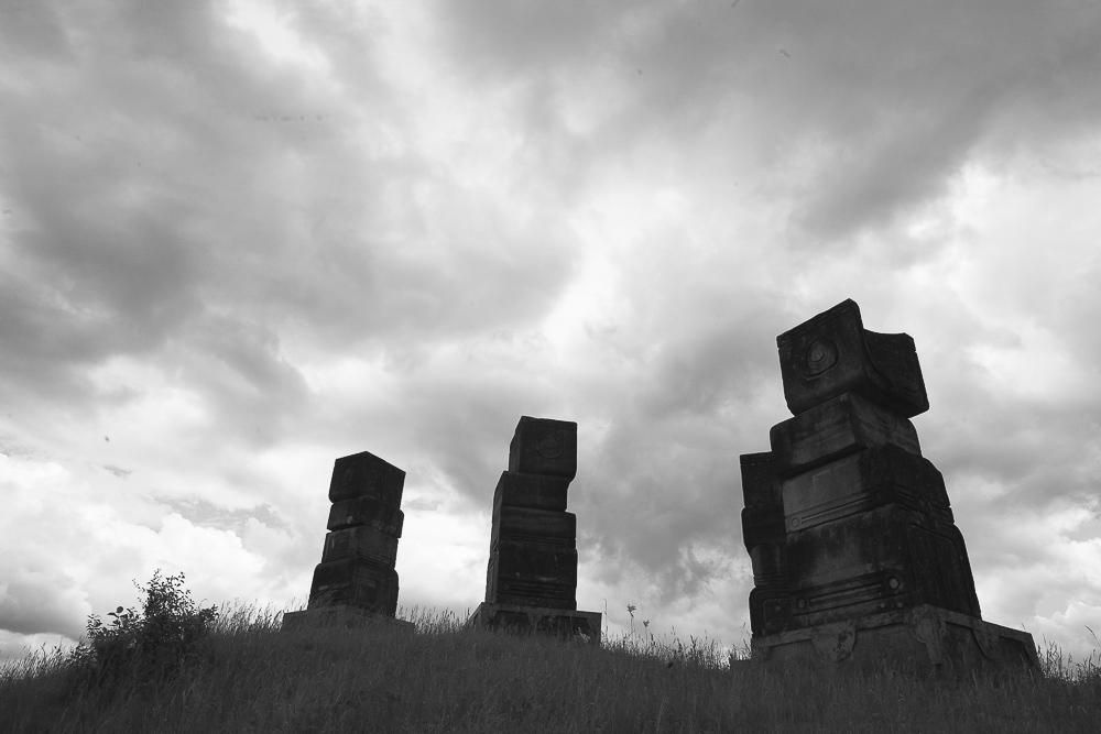 Construits en 1981, les Cénotaphes de Bogdan Bogdanovic dans le parc mémoriel Garavice à Bihac (bosnie-herzégovine) commémorent les victimes des  oustachis , alliés de l'Allemagne nationale-socialiste. © Alberto Campi, 28 mai 2014