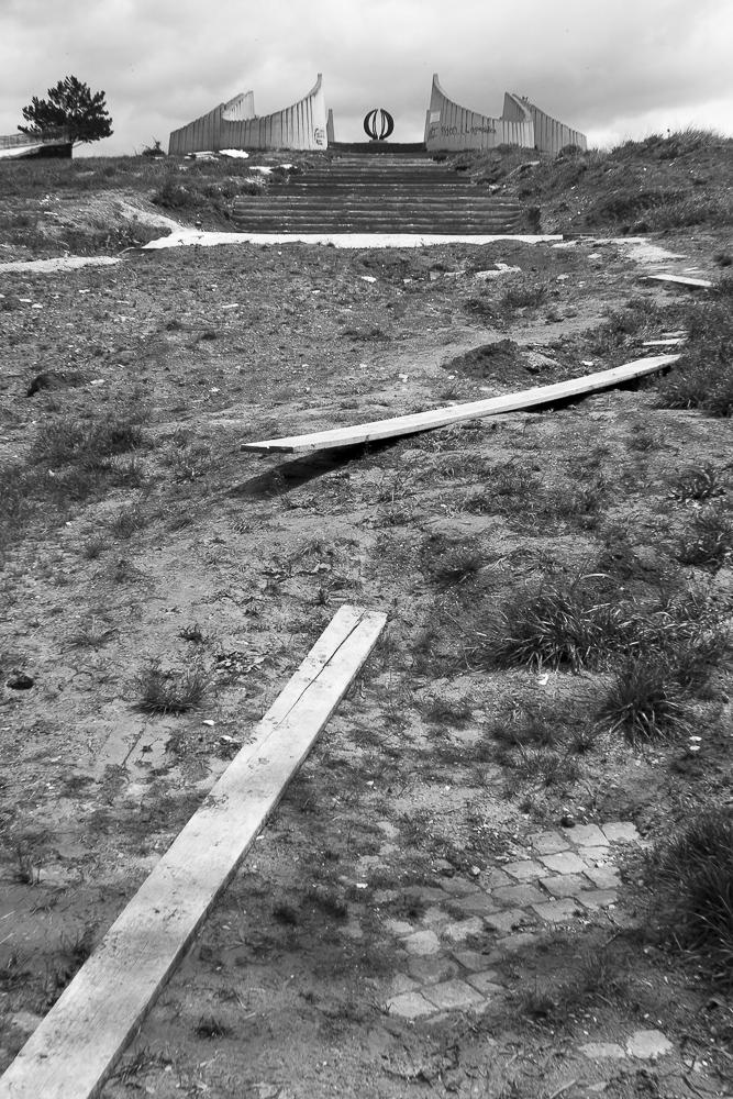 Monument aux soldats serbes et albanais tombés au combat. © Alberto Campi / Pristina, 5 mai 2014