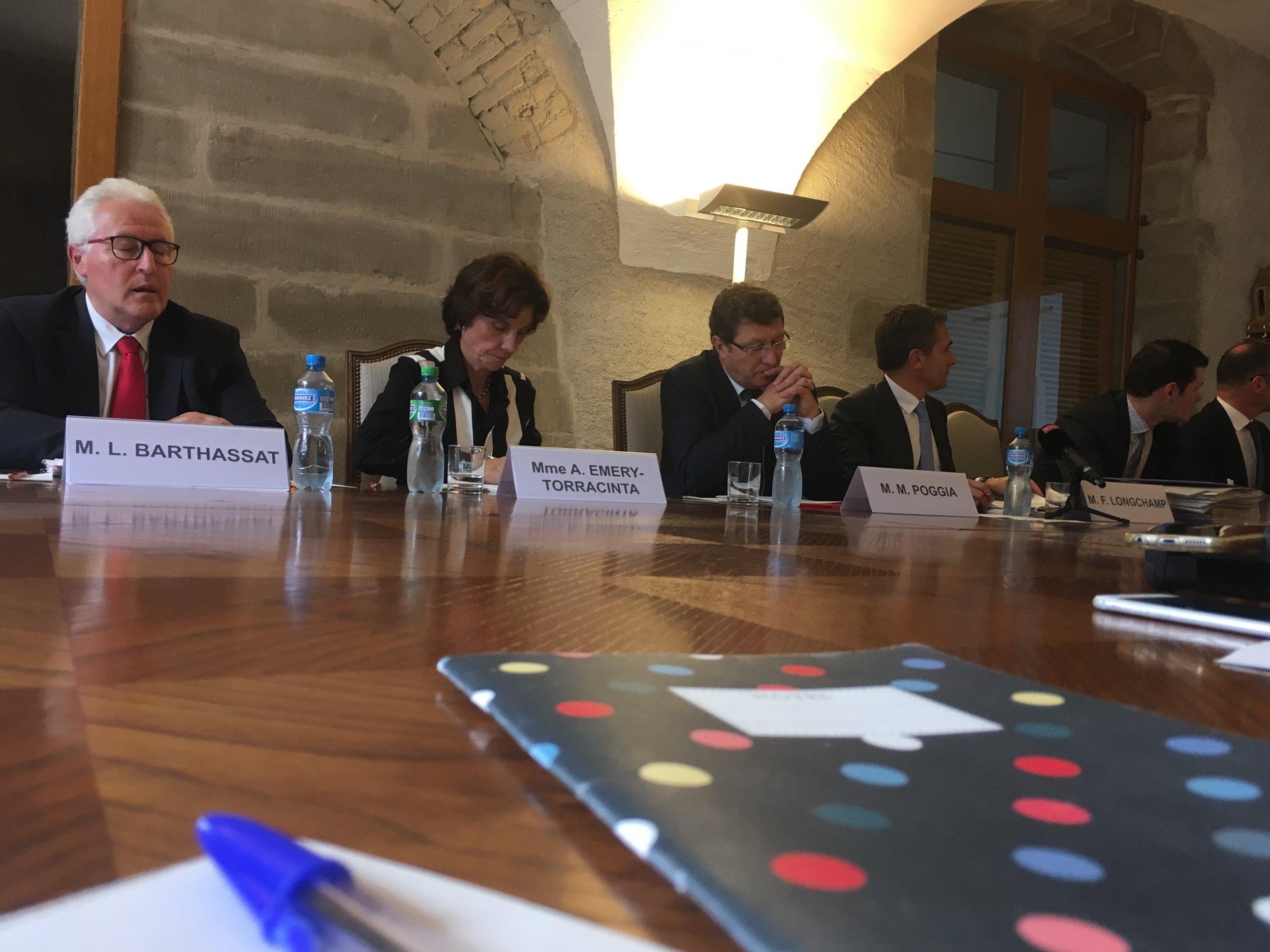 Le Conseil d'Etat in corpore est venu présenter le projet de loi pour assainir la caisse de pension des fonctionnaires publics. © La Cité / 4 octobre 2017