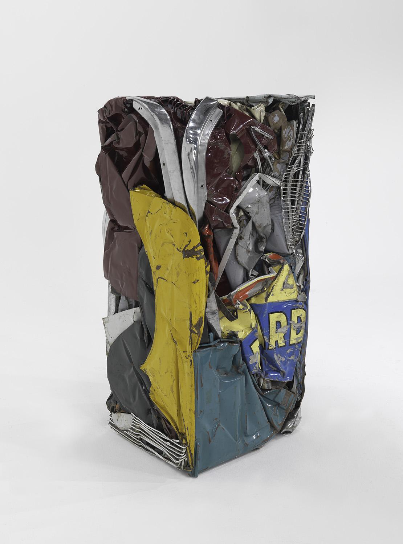 César, Compression «Ricard», 1962, tôle, automobile compressée, 153 x 73 x 65 cm, MNAM / Centre Pompidou, Paris. © SBJ / Adagp, Paris 2017 Photo © Centre Pompidou, MNAM-CCI Adam Rzepka / Dist. RMN-GP