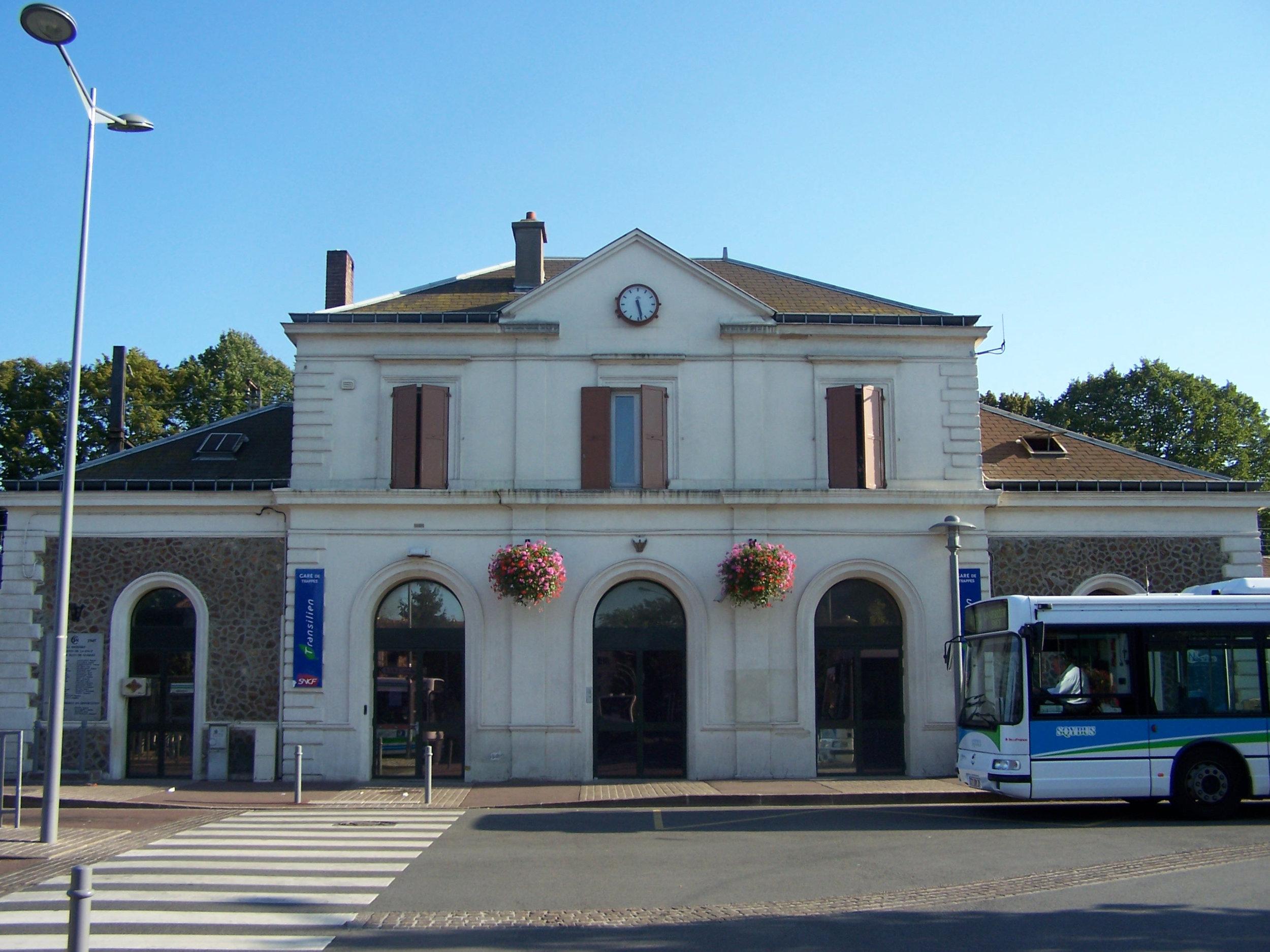 la gare de la ville de trappes, à 40 minutes de Paris-Montparnasse. @ Wikipedia / 2017
