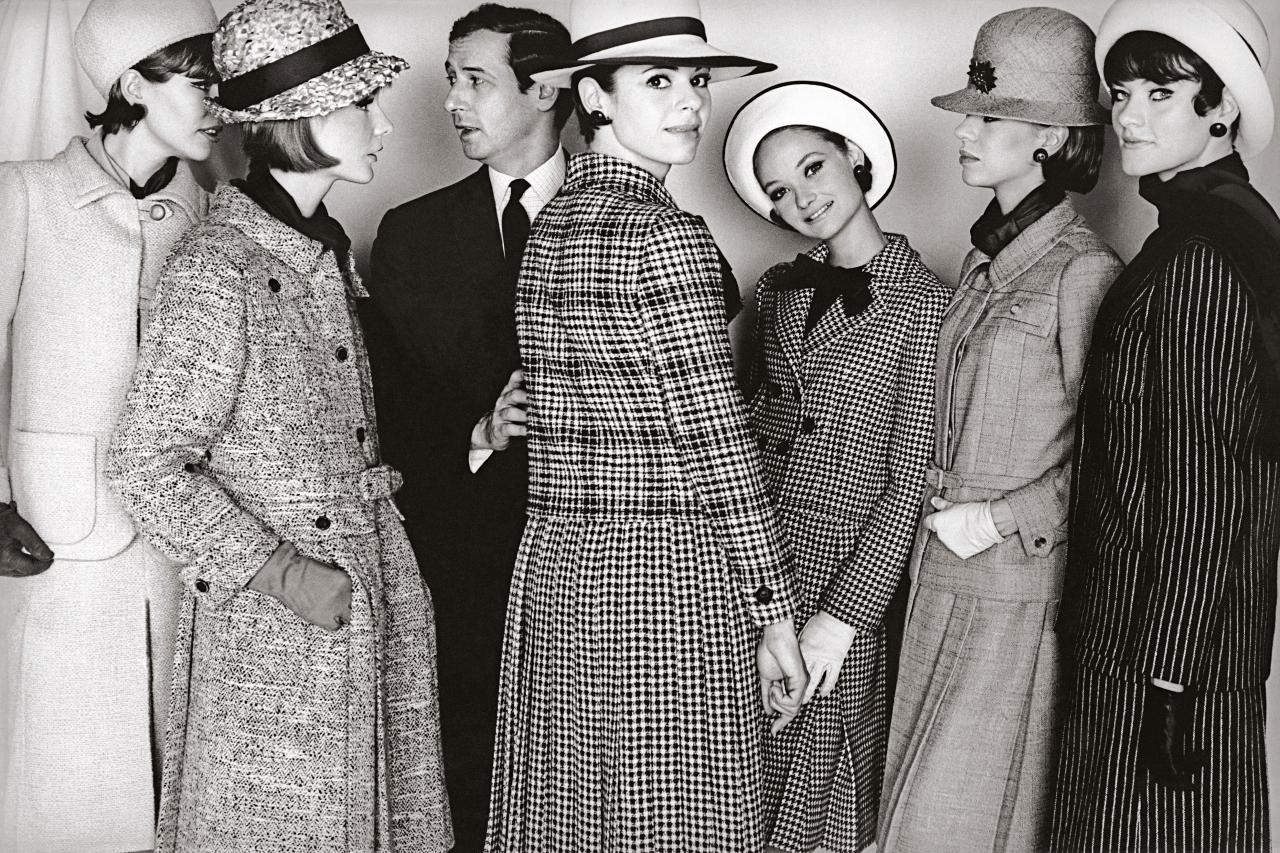 Marc Bohan with mannequins wearing autumn-winter 1964 | Photo by Frank Horvat