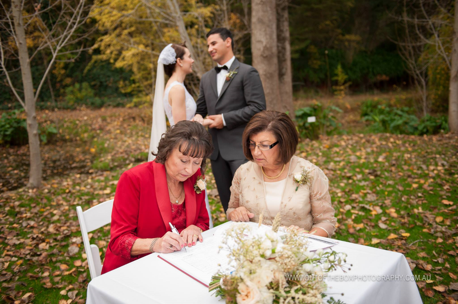 Levana and Ben asked their Mum's to be their witnesses at Glen Ewin Estate. Photo by Out Of The Box Photography.