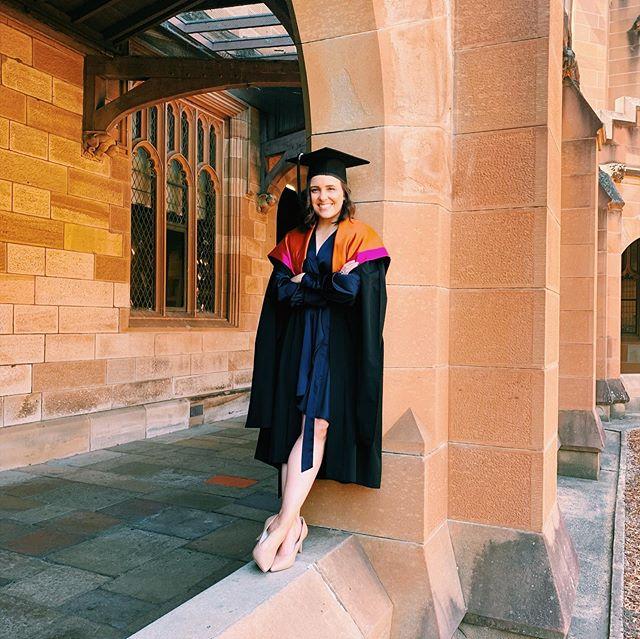 I graduated from Hogwarts today... ⚡️👩🏻🎓#dobbyhasnoMASTERSbutido