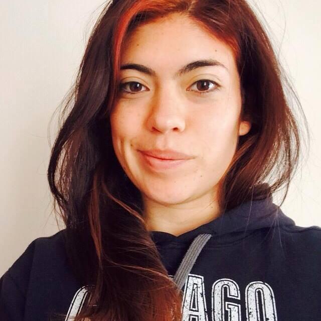Laura Ubaté - Productora radial  Tiene doble personalidad, por un lado es gestora cultural, y ha hecho proyectos tan chéveres como  Los once del cómic , y por otro lado es productora radial, y dirige la sección  Madrugadas de Radiónica.