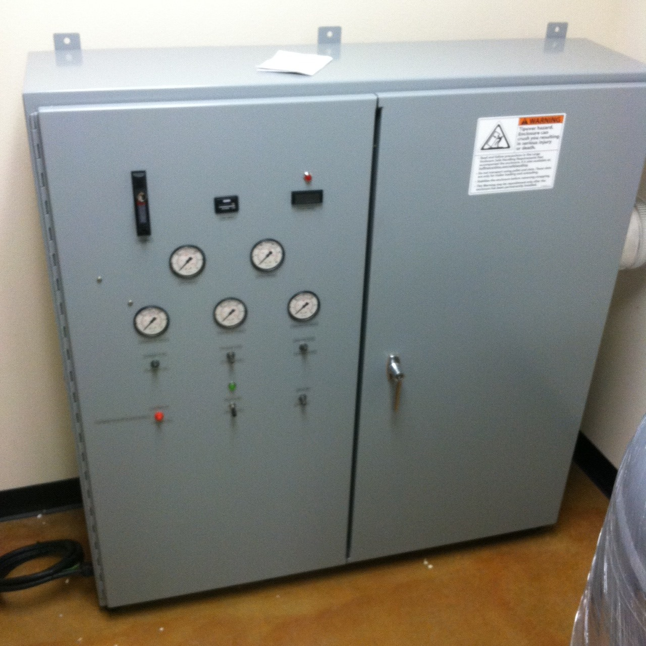 Oxygen generator with the access door closed.