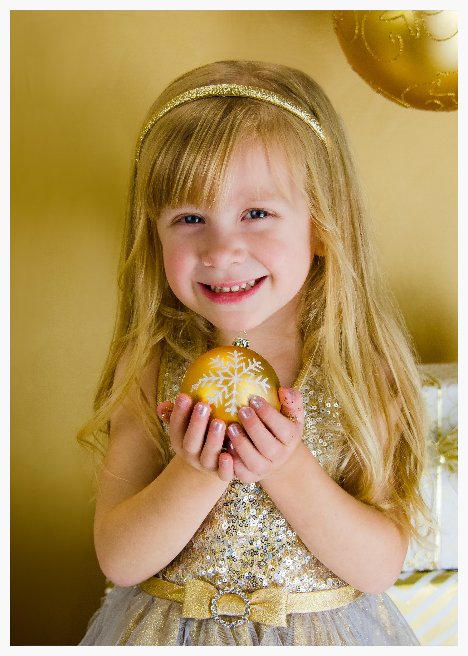 A GLITTER SESSION: WHO SPARKLES MORE? THOSE SMILING EYES AND BEAUTIFUL SMILE I THINK!