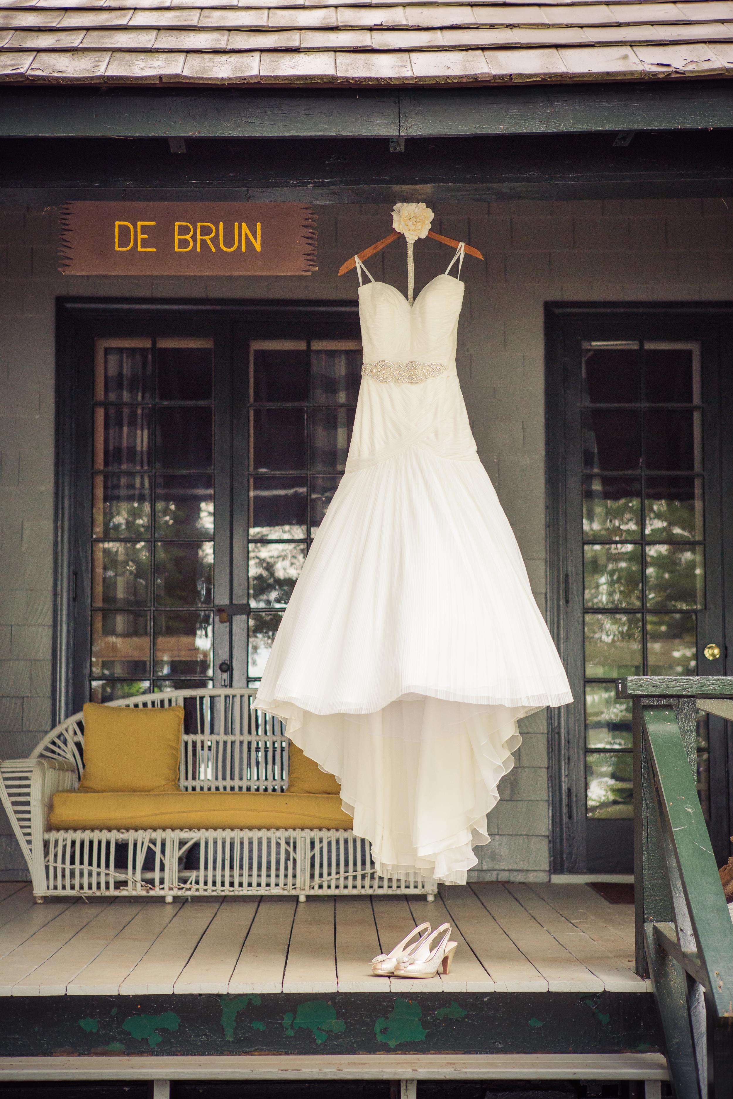 rustic_cabin_vintage_wedding_dress