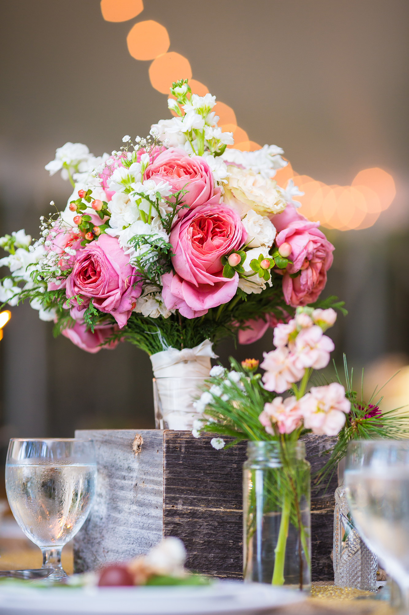 reclaimed_wood_rose_centerpiece_wedding