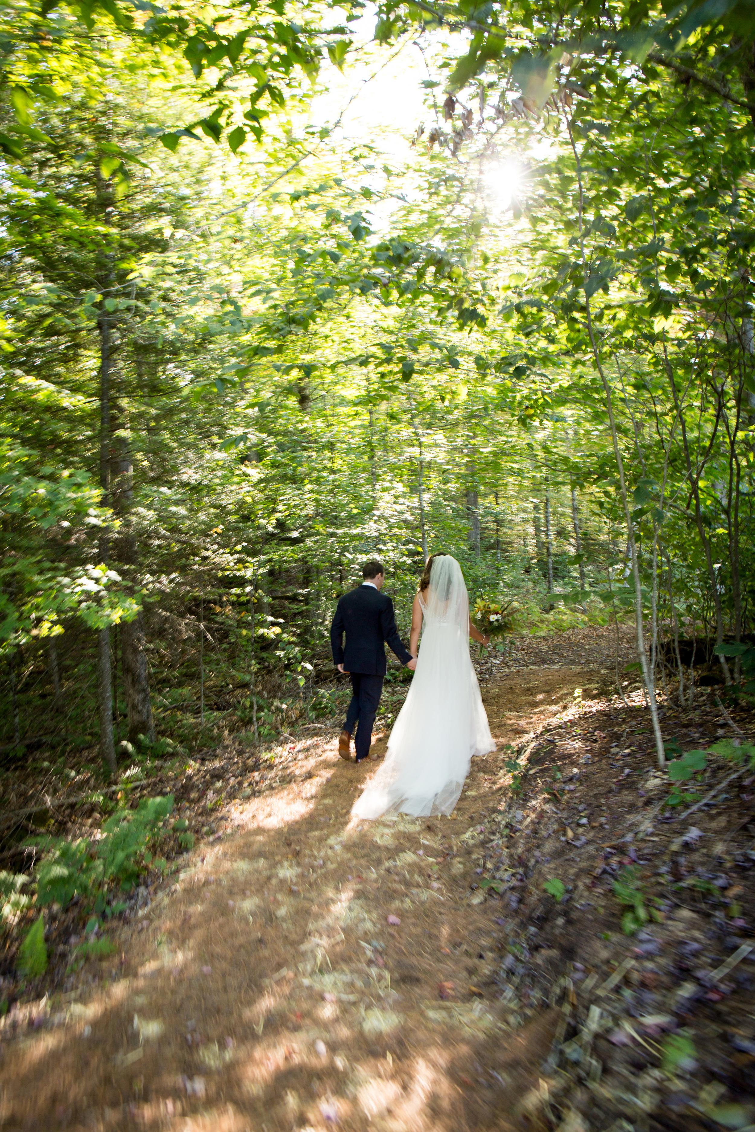 forest_pine_needle_wedding_aisle