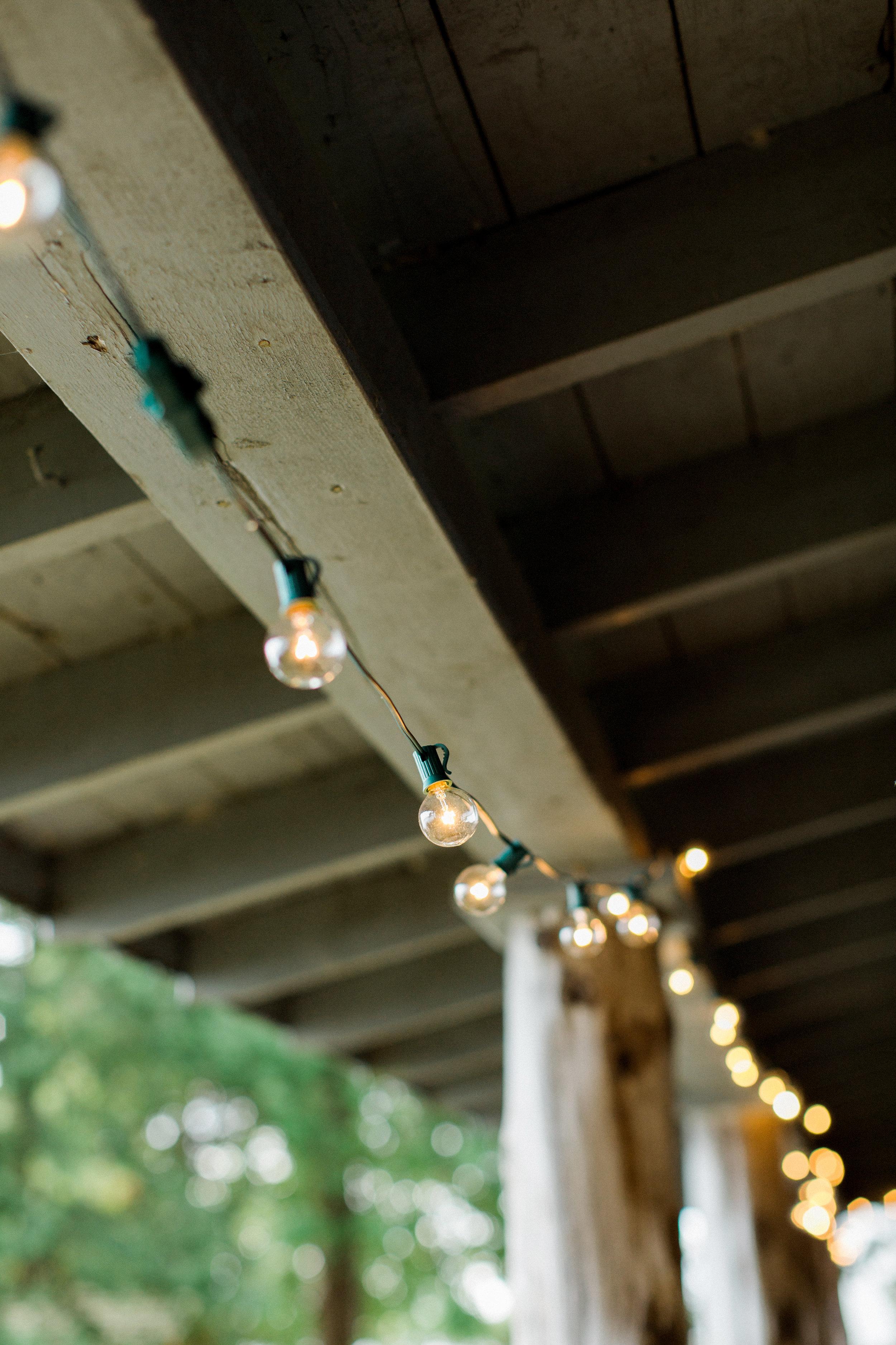 rustic_wedding_lighting