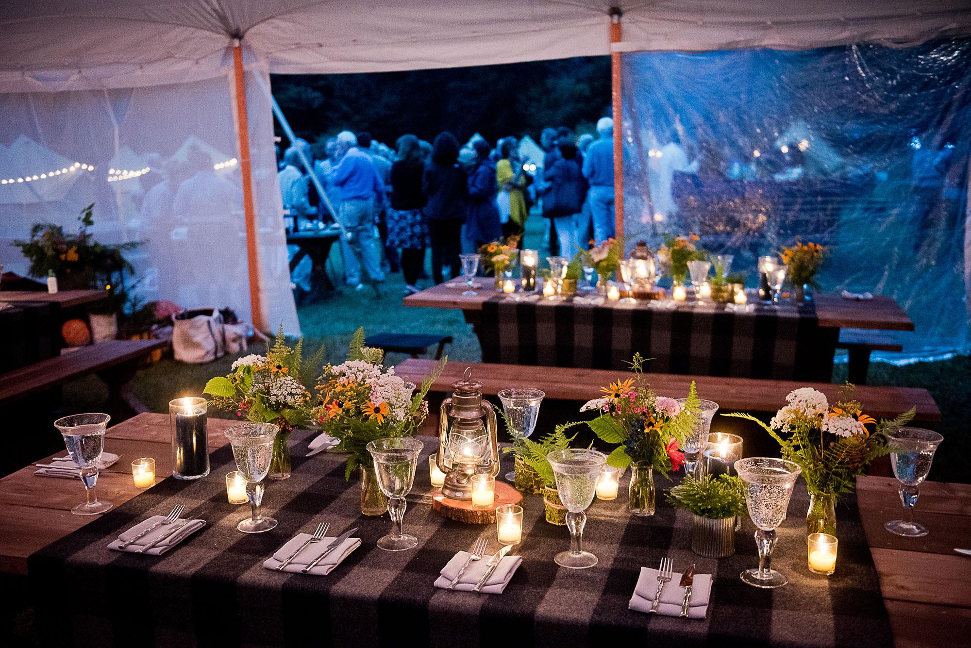 plaid_table_cloths_reclaimed_wood_wedding_table.jpg
