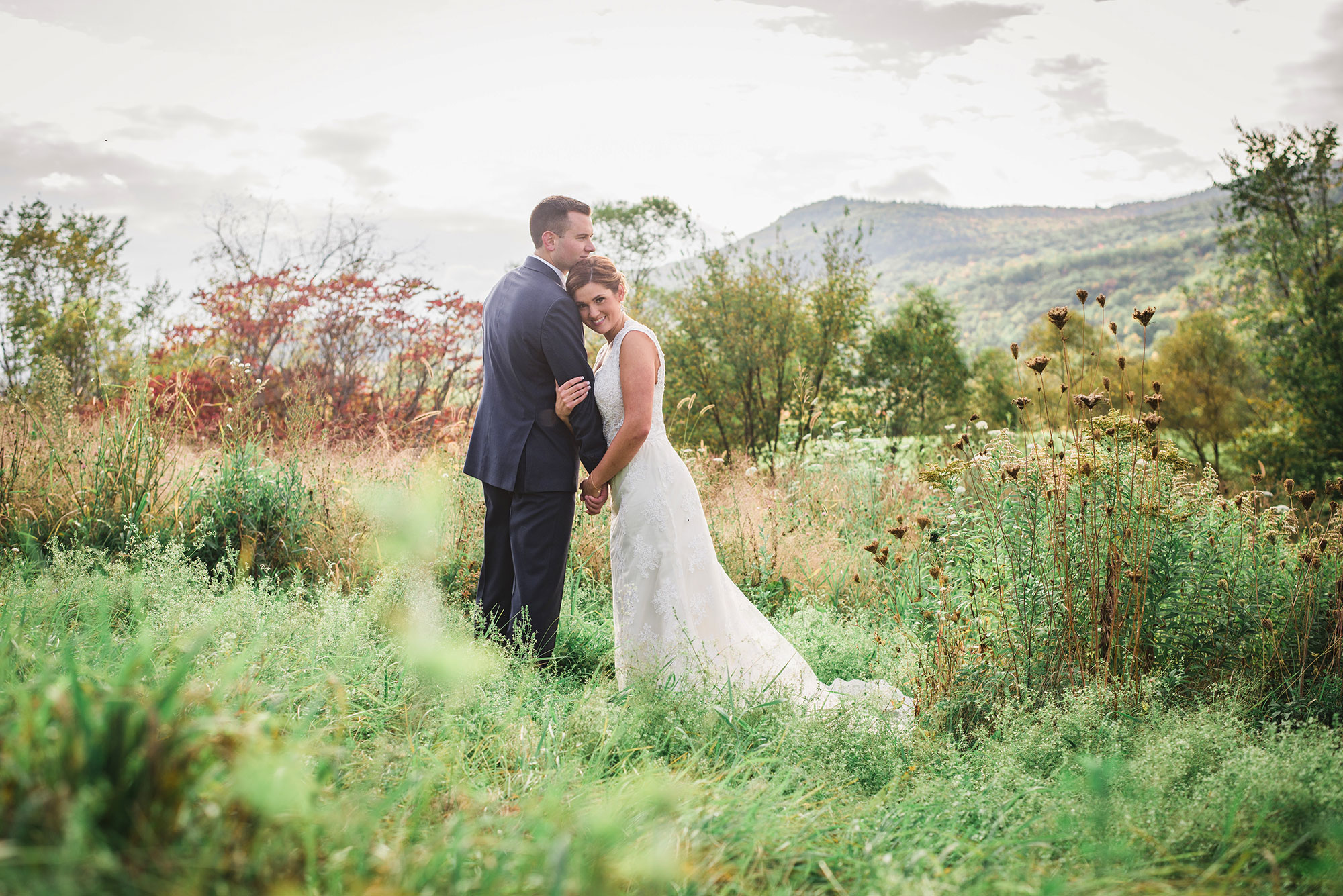 wild_green_meadow_wedding_portrait.jpg