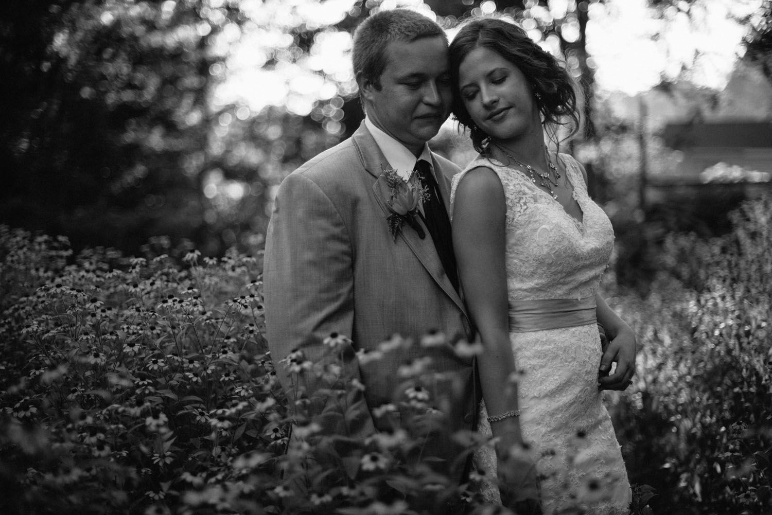 backyard-wedding-photographer-minnesota.jpg