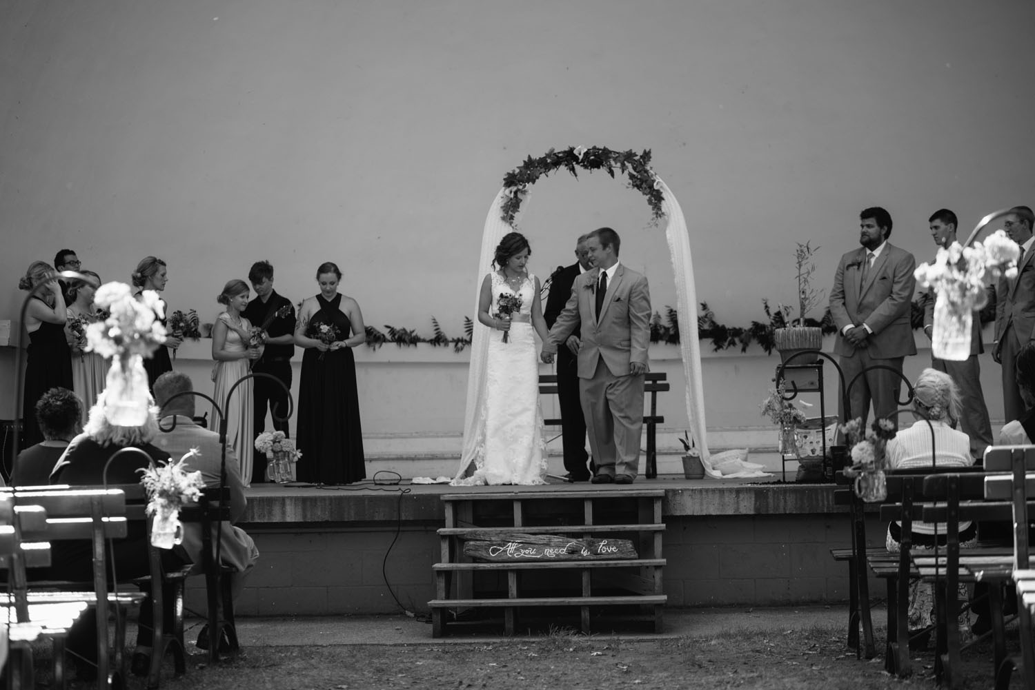 outdoor-park-wedding-minnesota-photographer.jpg