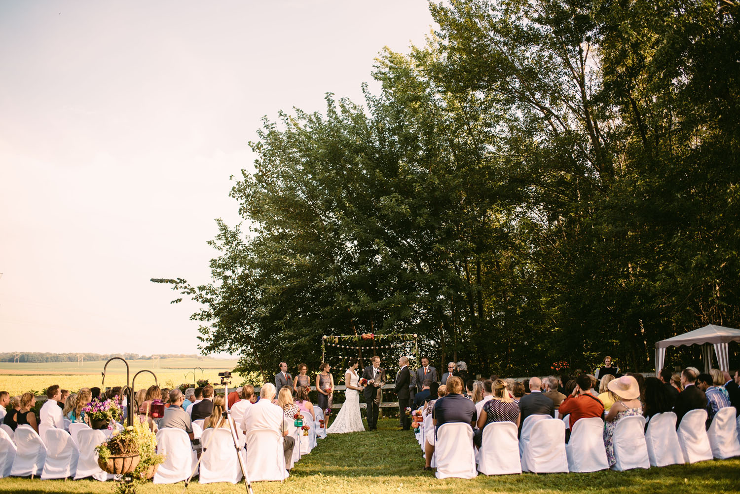 outdoor-wedding-photographer-midwest.jpg
