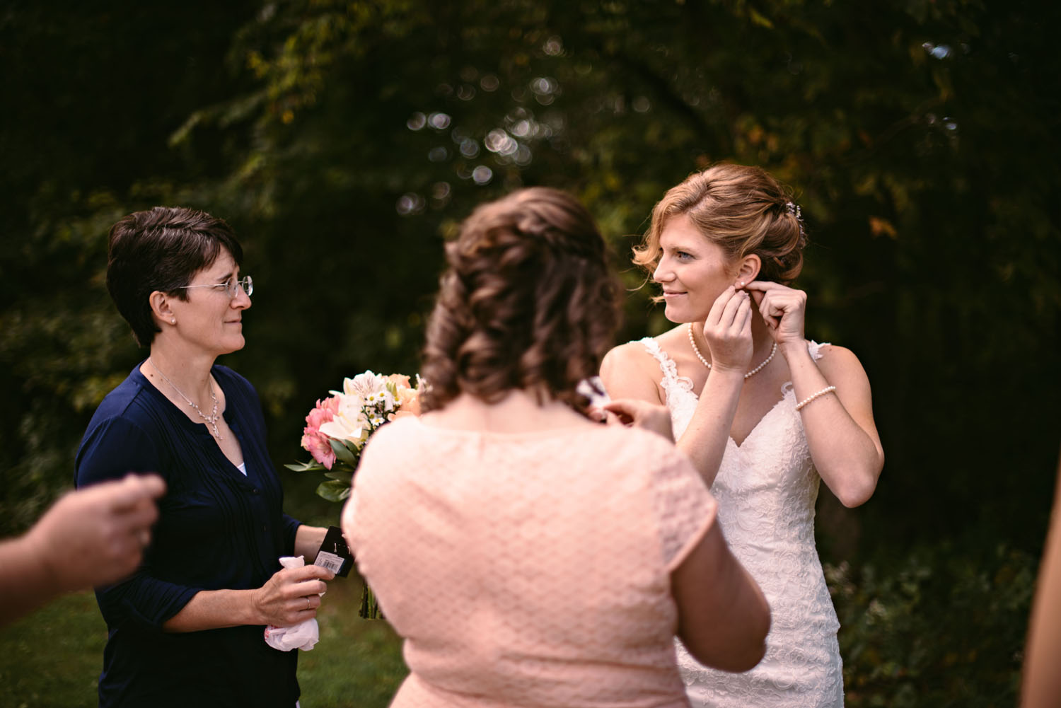 outdoor-wedding-photographer-minnesota.jpg