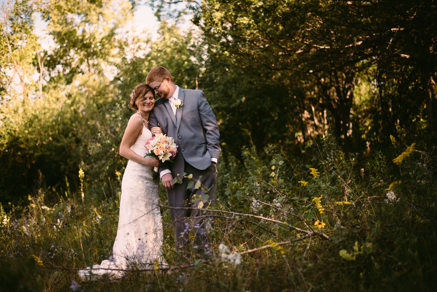 minnesota-creative-wedding-photographer-outdoors.jpg