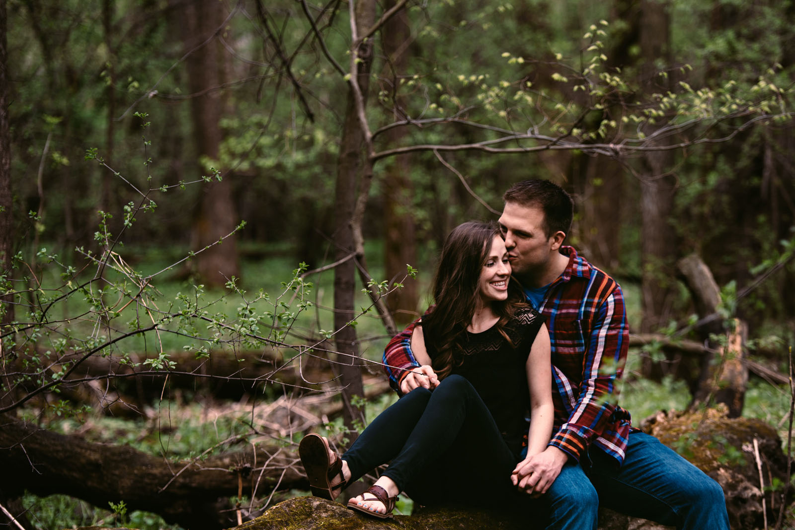 engagement-photography-minnesota-woods.jpg