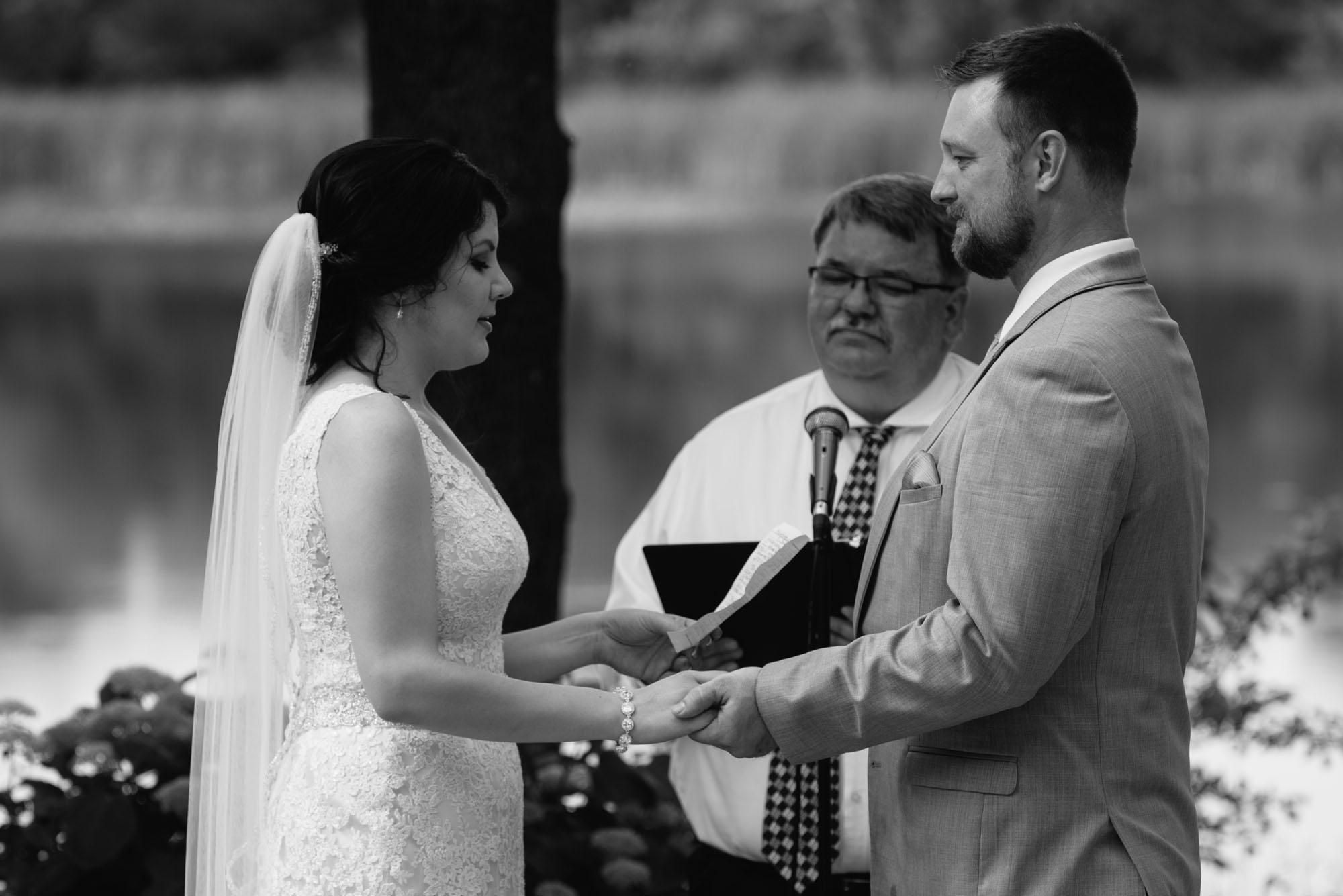 outdoor-minneapolis-wedding-photographer.jpg