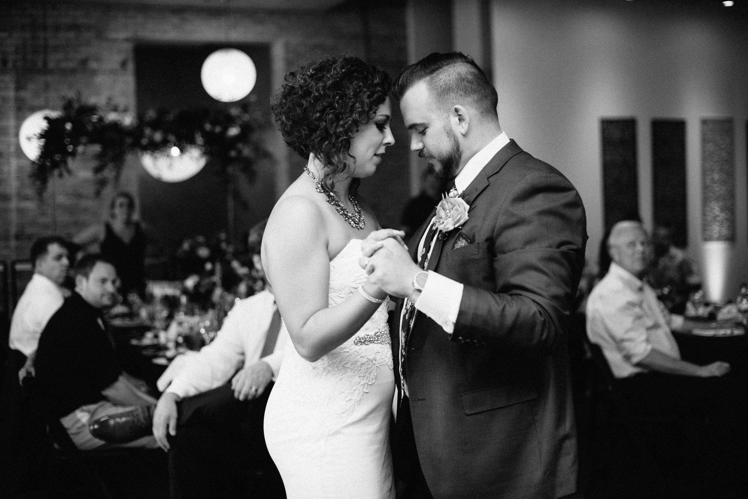 intimate-minneapolis-wedding-photographer-1.jpg