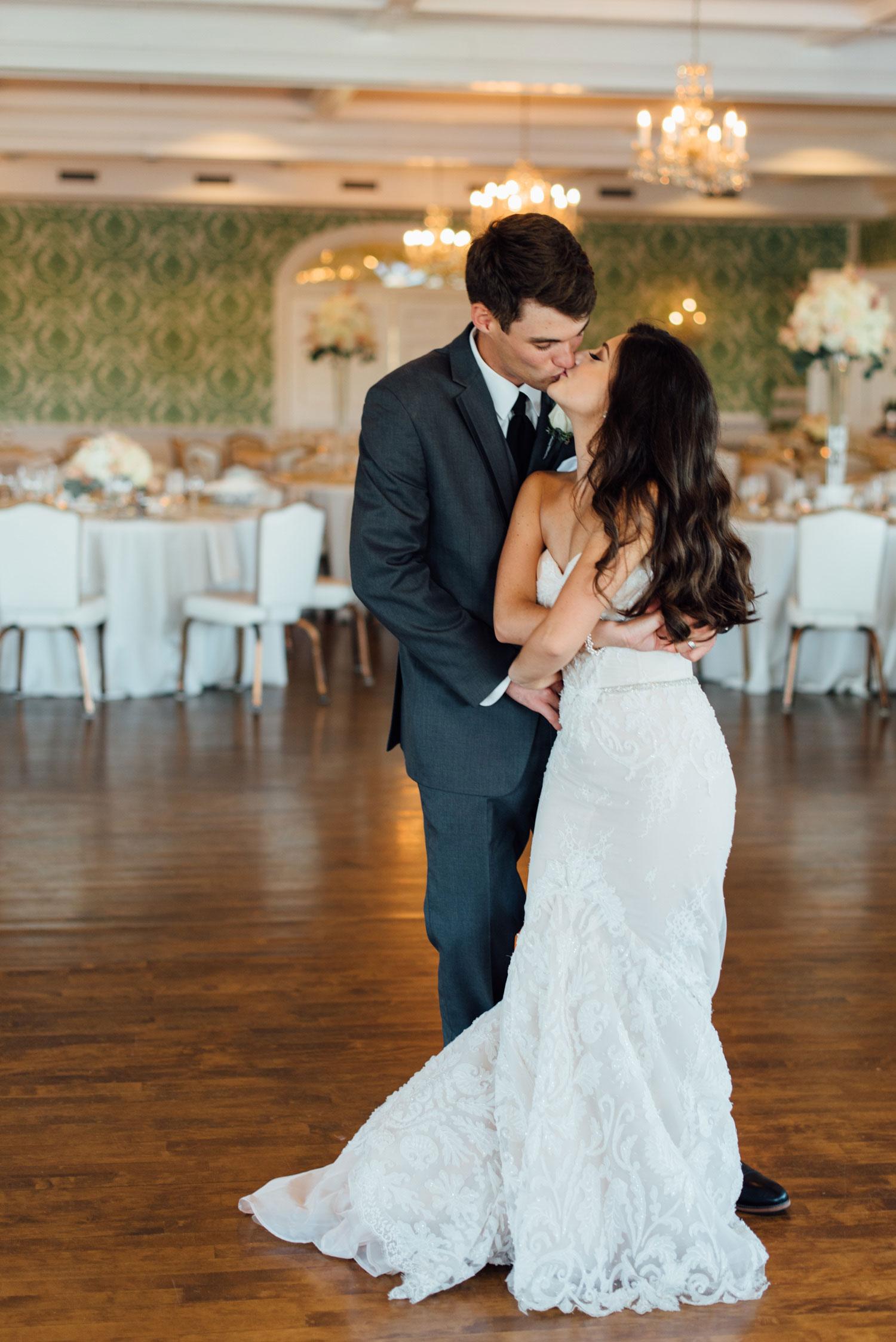 lake-calhoun-wedding-photographer.jpg