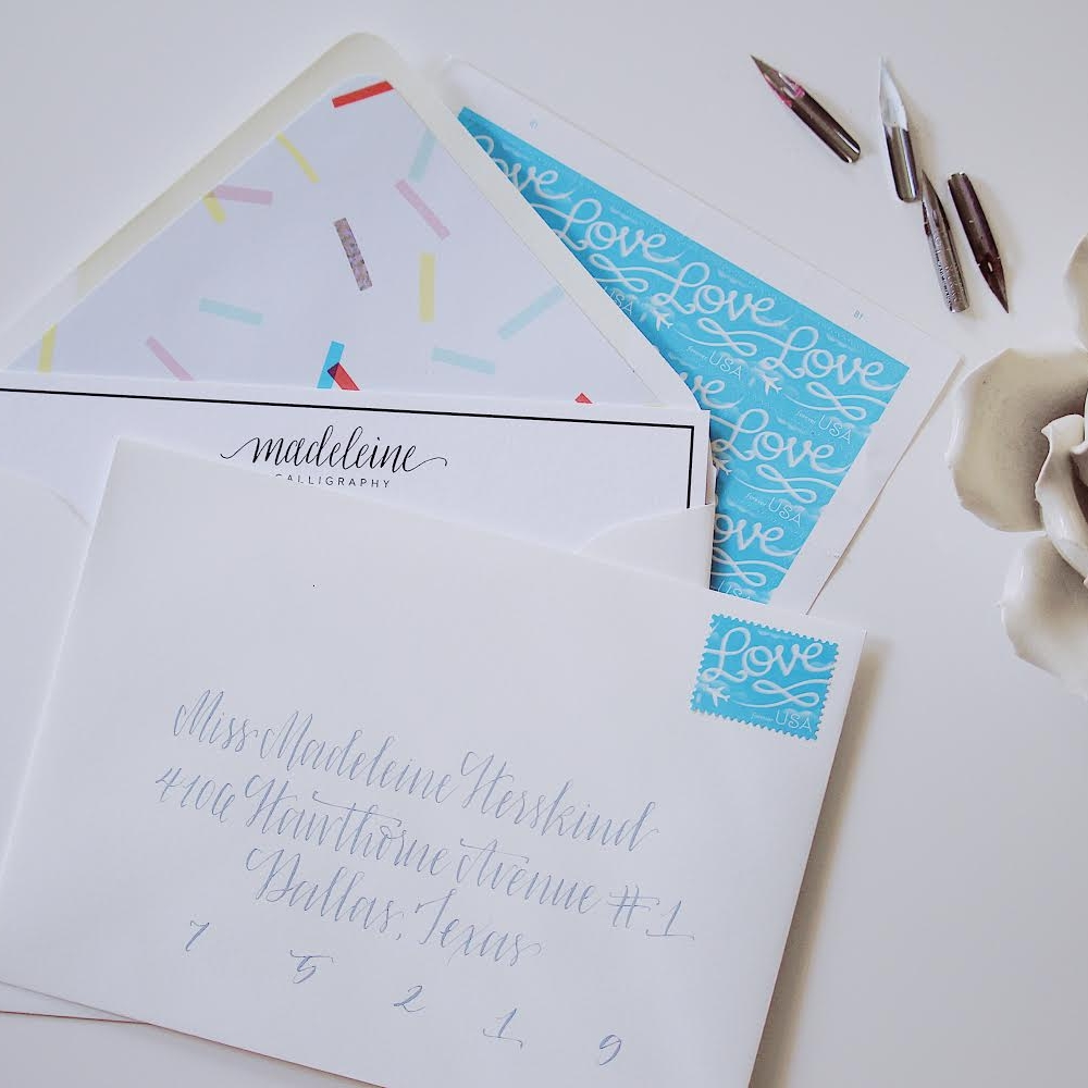 And another look at how the SAME flat correspondence card plays with an all-white appearance, but includes a playful liner to keep it feeling informal.