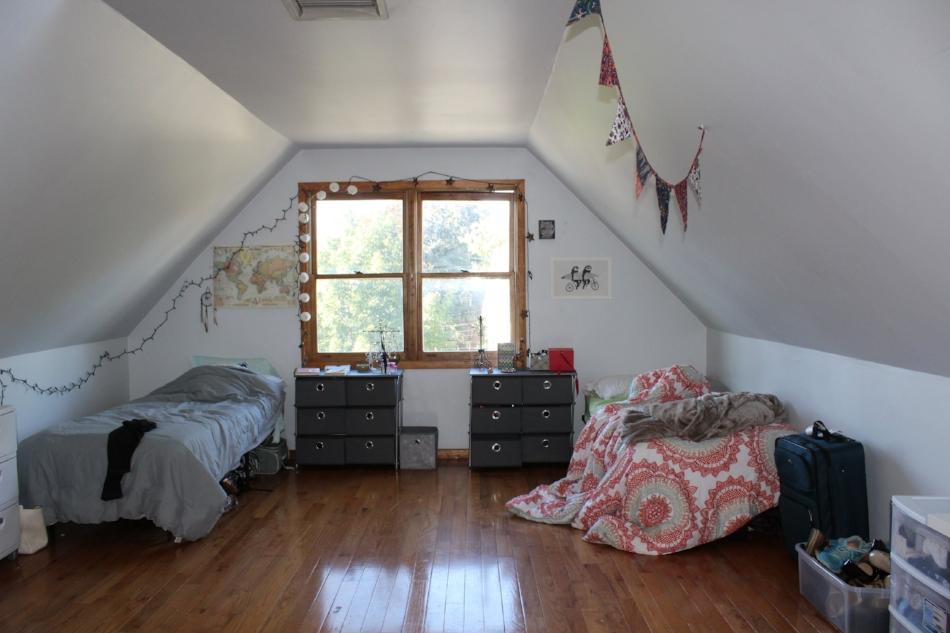 A bedroom in Gardner St