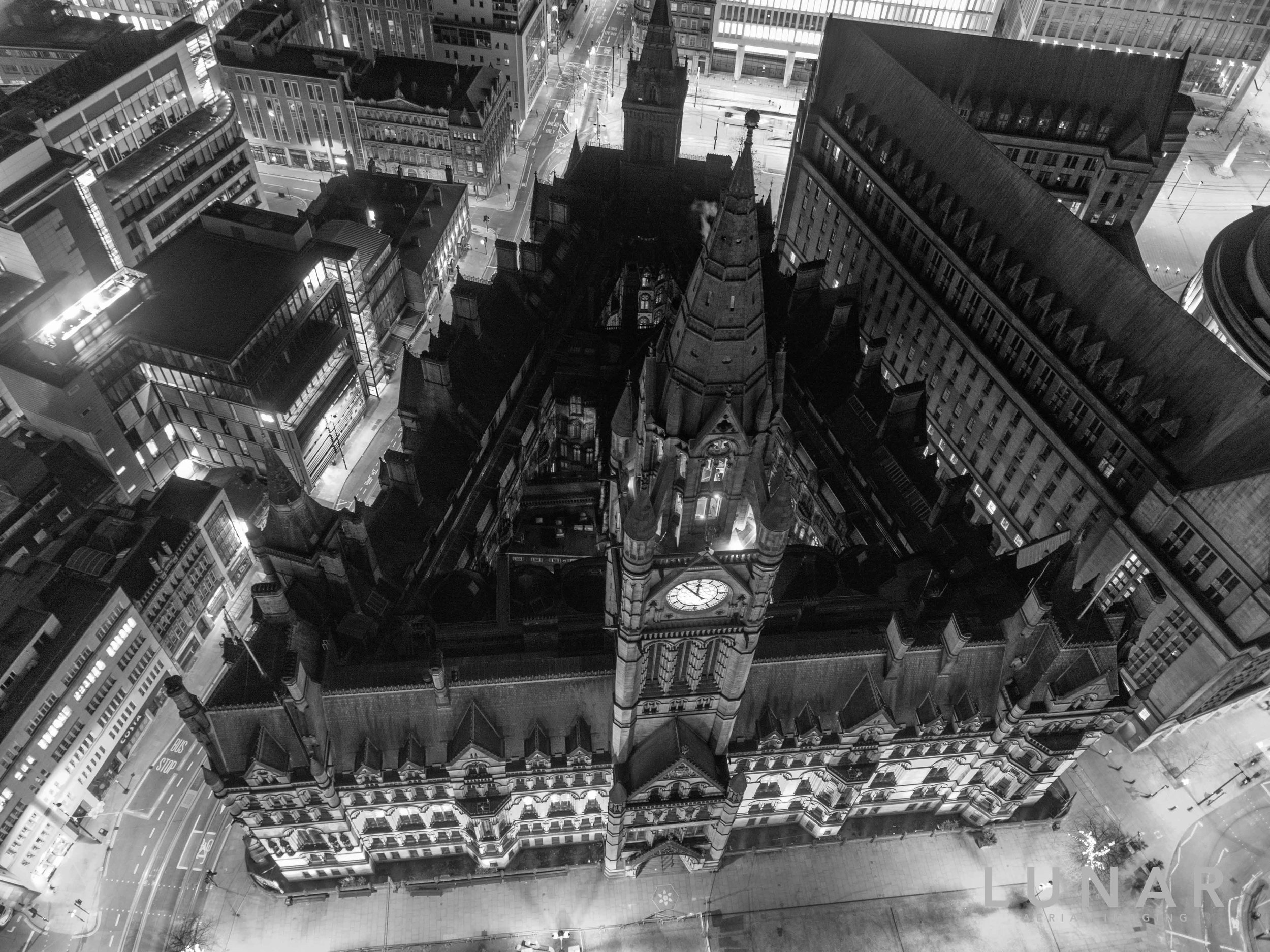 Manchester town hall at night.jpg