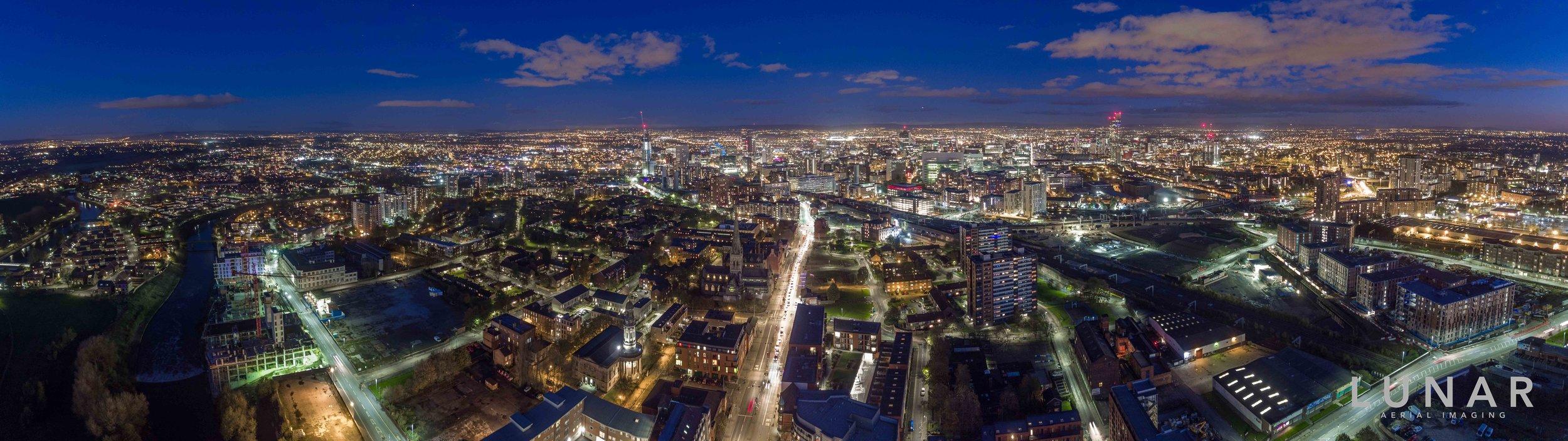 Panorama aerial photo Manchester at night.jpg