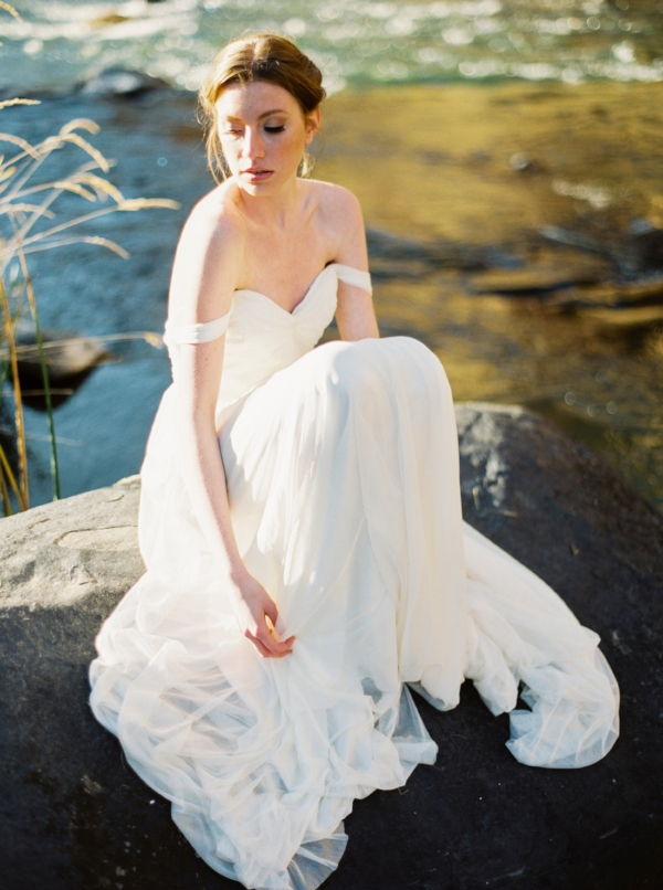 Film wedding and bridal portrait ideas at Smith Rock, Oregon