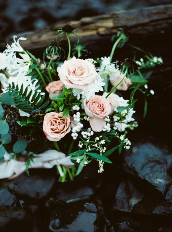 Intimate and romantic Oregon coast elopement with wedding flowers in dusty pink, mauve, navy, plum, and white..featuring peonies, garden roses, and berries by Foraged Floral in Portland, Oregon