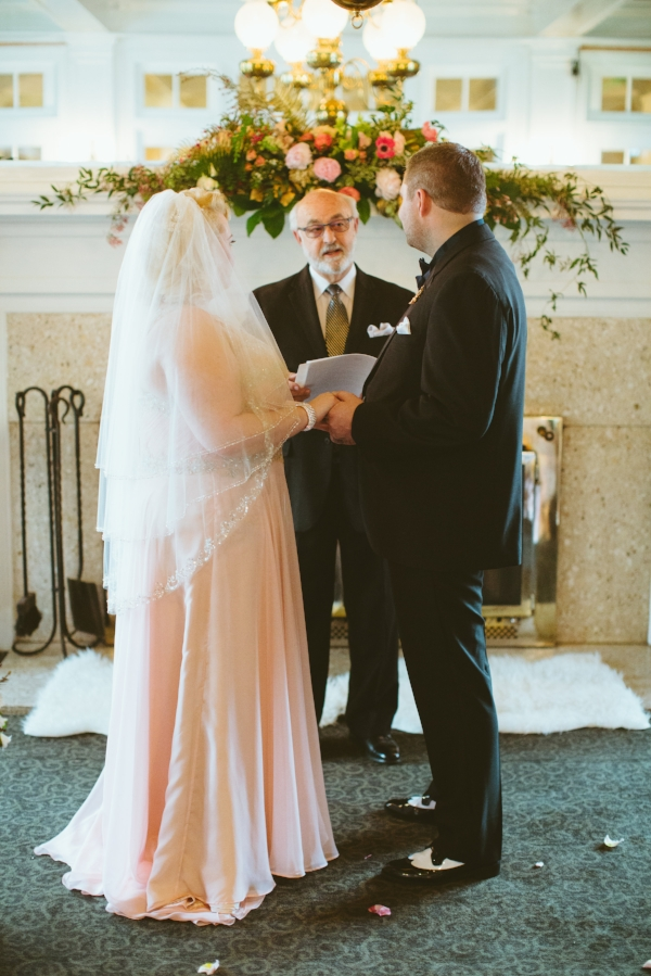 columbia gorge hotel wedding with coral and pink wedding flowers