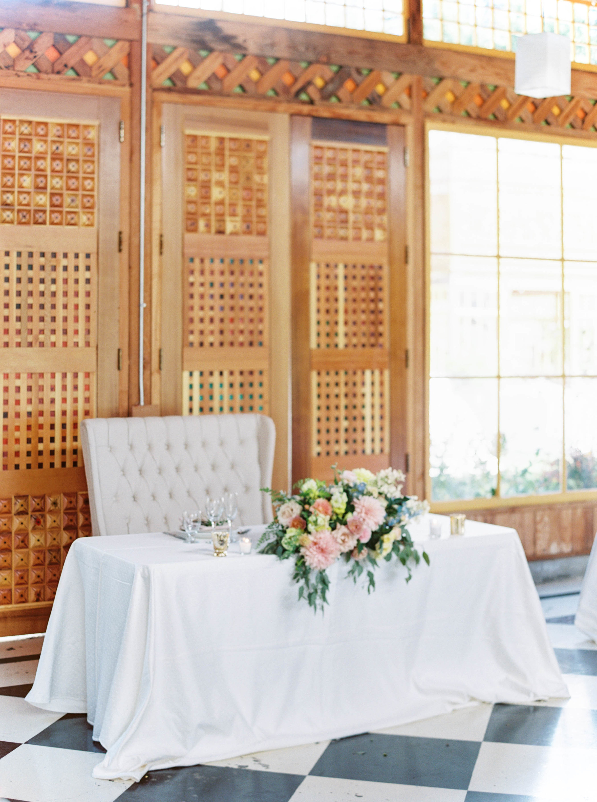 oregon wedding sweetheart table with pink, peach and blue wedding flowers.jpg