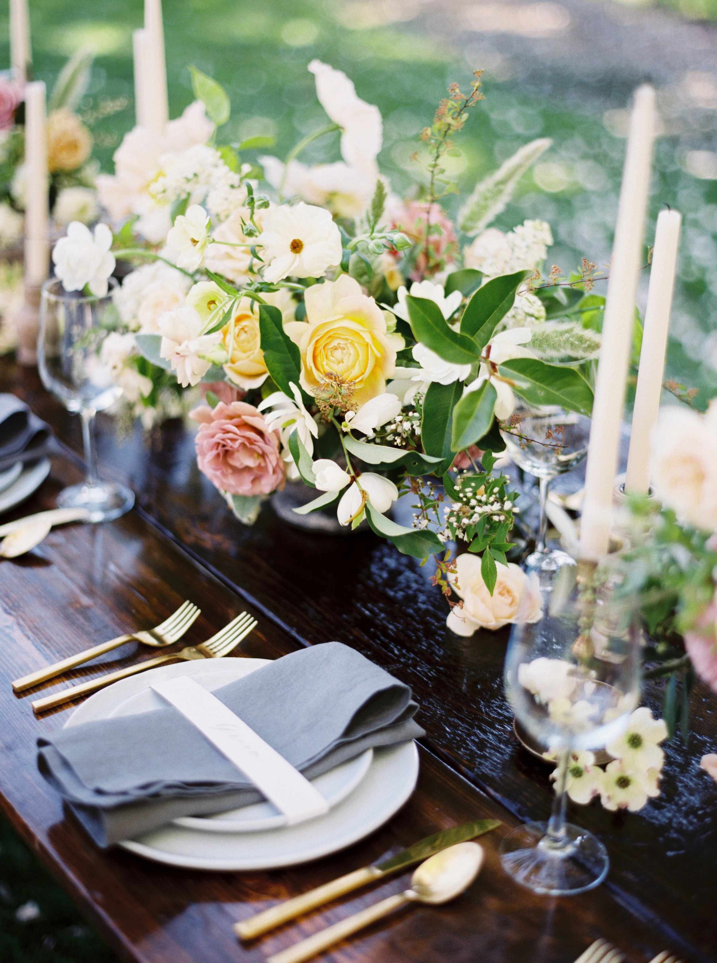 spring wedding table centerpiece for hood river, OR wedding .jpg