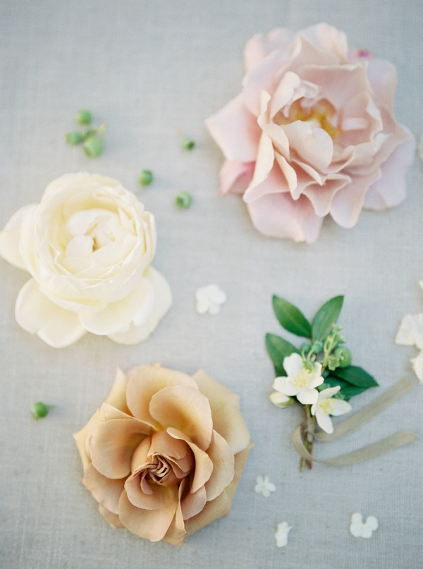 Pastel wedding flowers in shades of gold, white, pink and peach by Foraged Floral